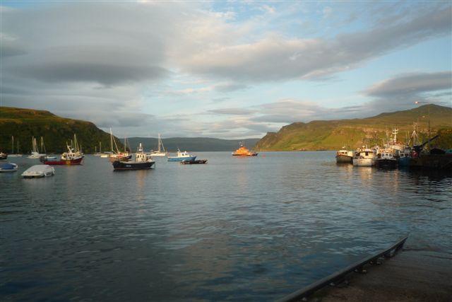 bâteaux dans le soleil couchant, Portree, Ile de Skye, Ecosse