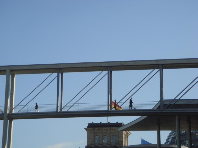 7 Pont du Bundestag reliant le passé et le présent