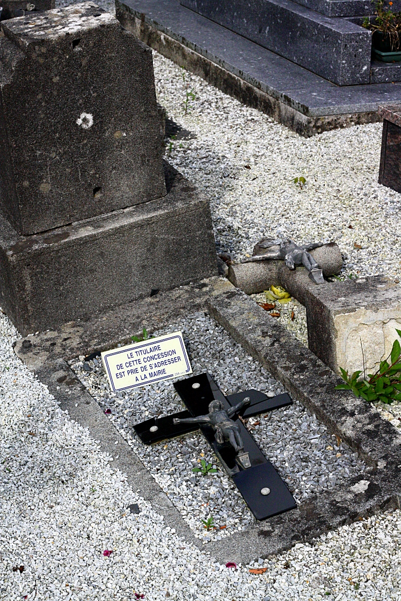 Tombe abandonnée